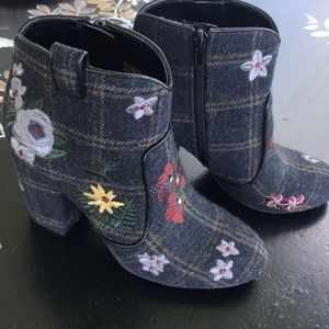 Indigo Rd. Plaid Flowered Ankle Boots
